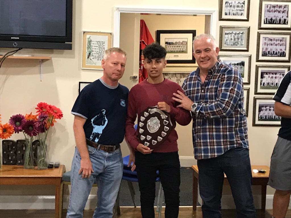 Ant Maplesden (centre) the U16s player of the year